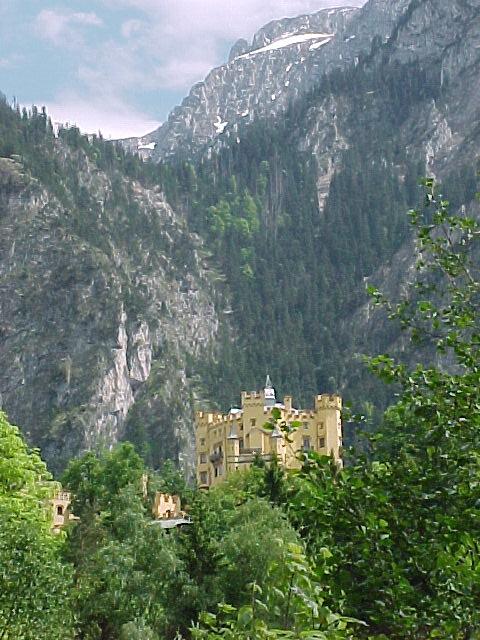 (EN) I took this picture to show the picturesque land around the castles.     (EO) Mi faris tiun foton por montri la pitoreska vidoj ĉirkau la kasteloj.