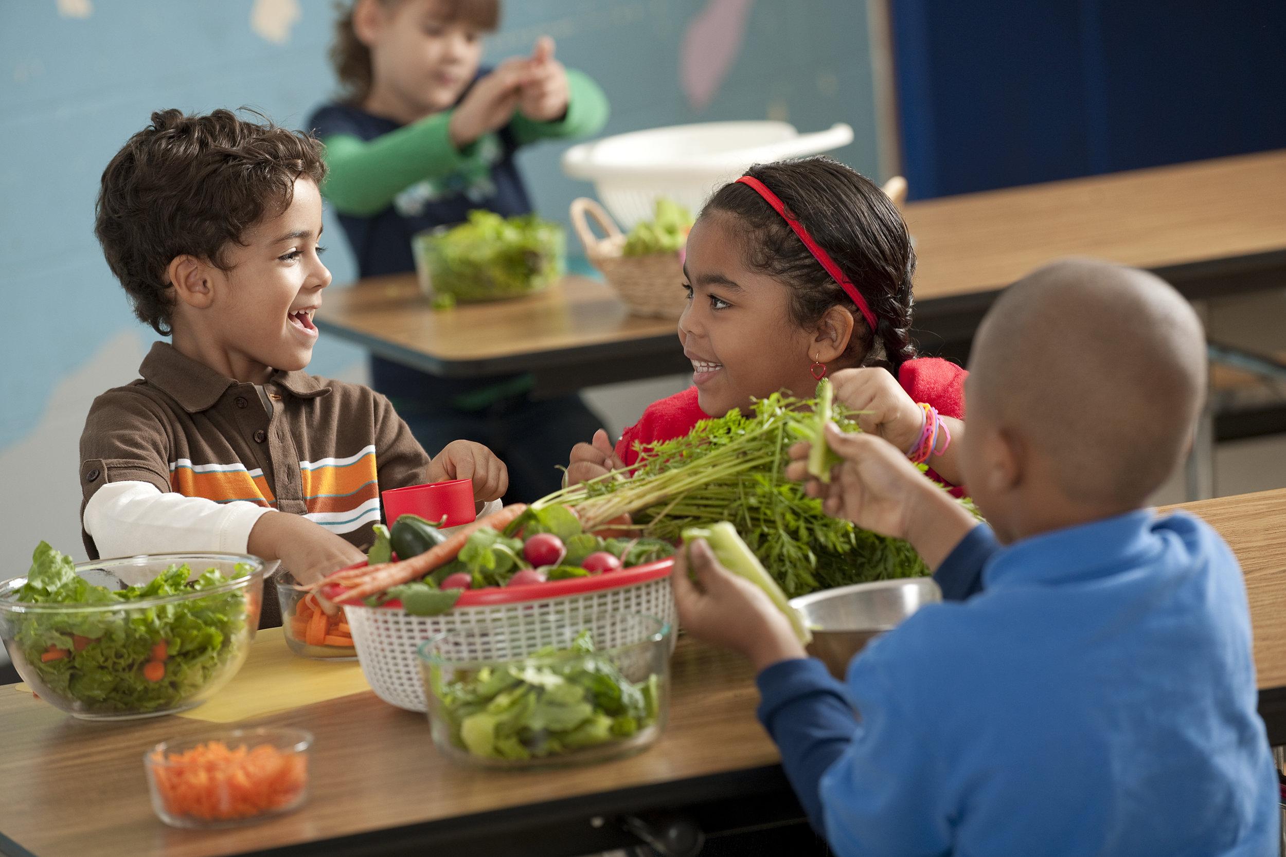 kids-prepping-salad.jpg