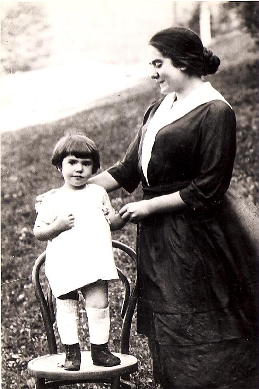 Borislav's future wife Herma Robinson with her mother Rudolfine / VIENNA c. 1922