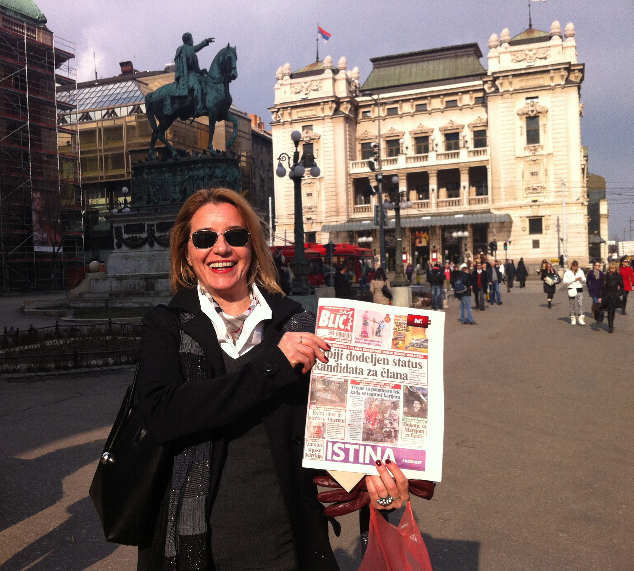 Vanda with photo of Peter on front page of BLIC