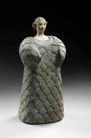 Bactrian Princess. Central Asia, late third millennium BCE – early second millennium. Chlorite for the body and headdress, calcite for the face. 25cm.