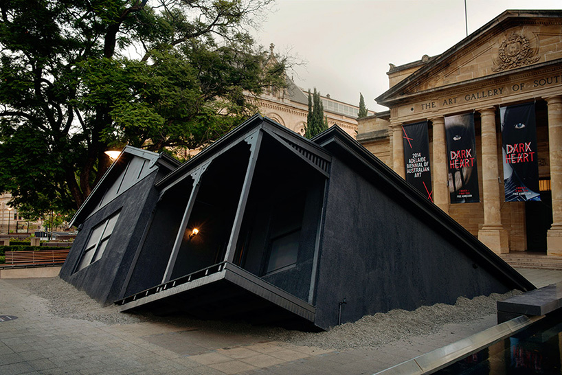 ian-strange-drops-a-house-from-the-sky-for-landed-designboom-02.jpg
