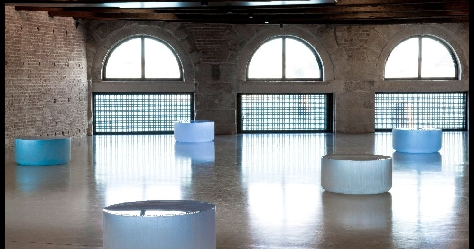 Roni Horn,  Well and Truly, 2009-2010. Solid cast glass with as-cast surfaces on all sides, 10 parts each 45.5 x91.5 cm.   This work was part of an exhibition 'In Praise of Doubt' in 2011.   The lowness of this room and the semicircular windows reflect both the light of the sky and its reflection on the water of the sea.  The round forms change colour during the day in perfect harmony with these external elements.