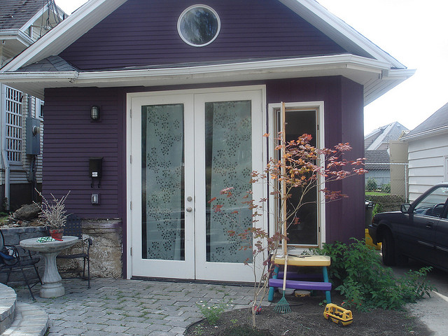 Photo of converted garage by Martin John Brown,  accessorydwellings.org
