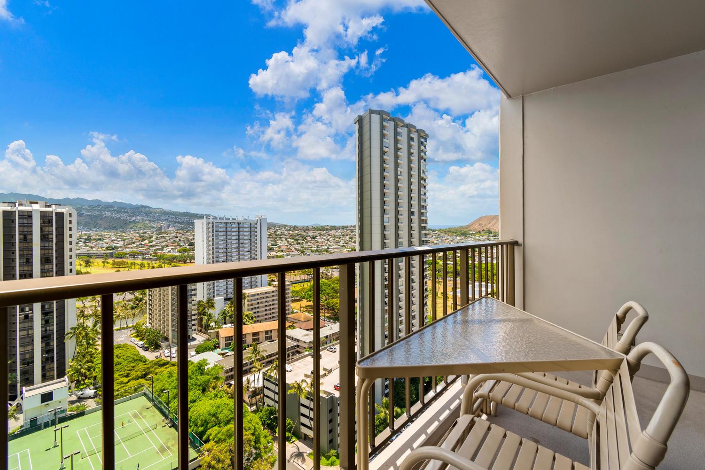 229 Paoakalani Ave Unit 2703-large-003-6-Paoakalani Ave 2703 Honolulu-1500x1000-72dpi.jpg