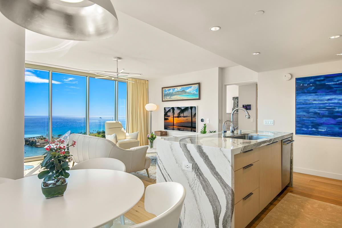 UNIT 3700 / $2,450,000 FS    3 BEDROOM / 3 FULL BATH / 1,331 sq. ft. VIEW: OCEAN, MOUNTAIN, BEACH PARK, MARINA, SUNSET