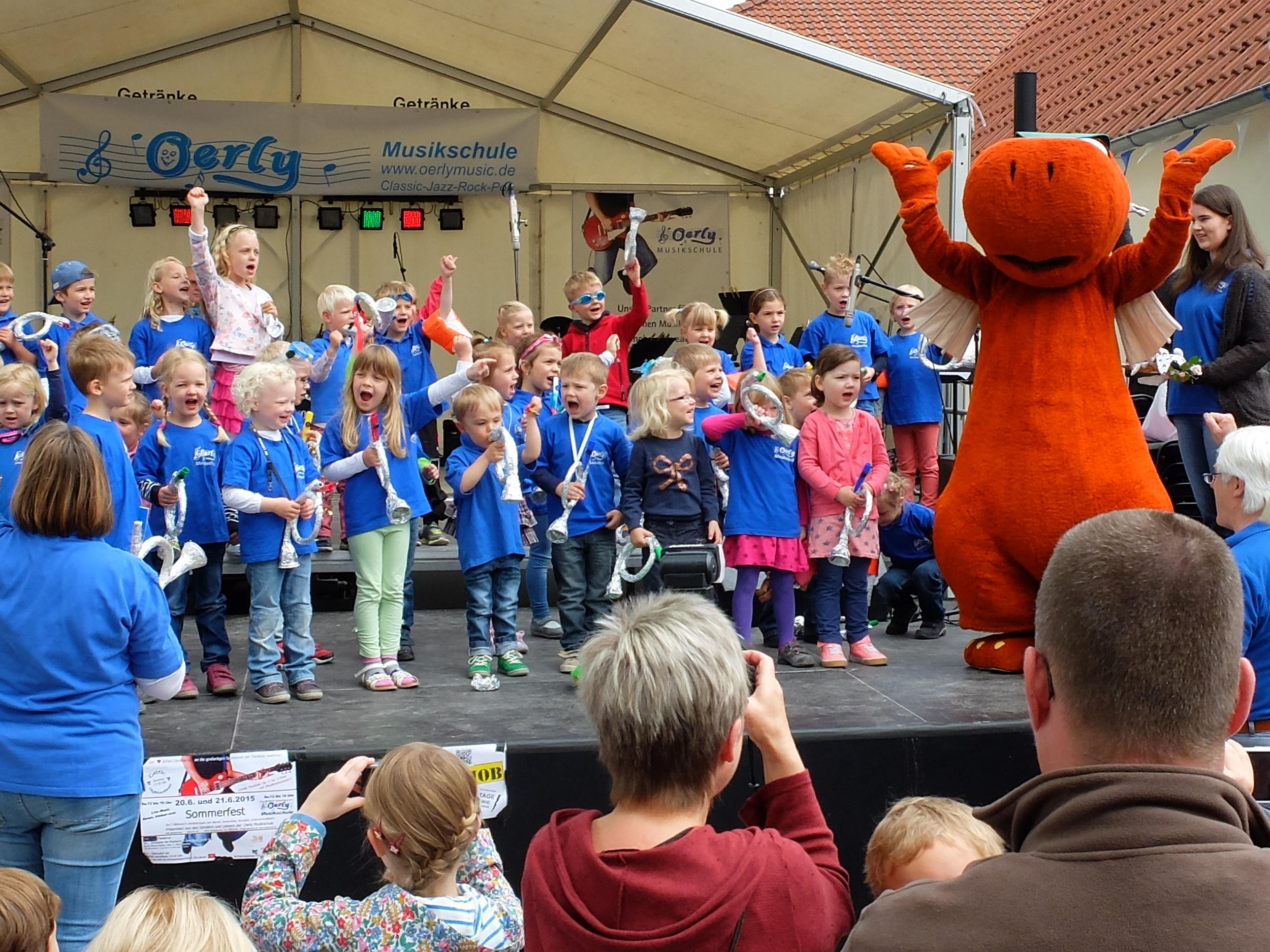 Die musikalische Früherziehung auf der großen Bühneauf dem Sommerfest 2015