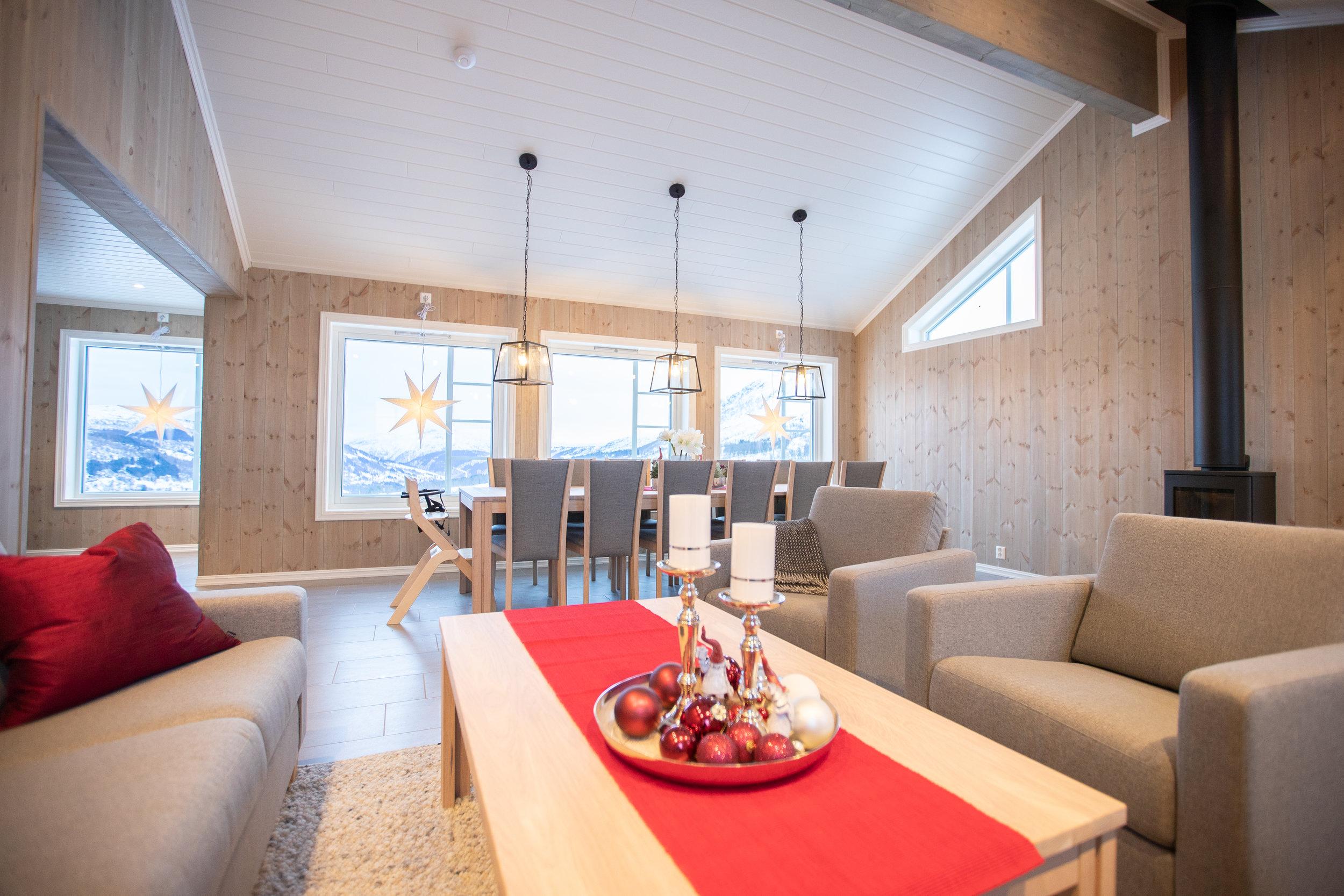 KLAR: Hytta til Rolf stod klar 22. desember. Romsleg hytte med god plass til 12 personar