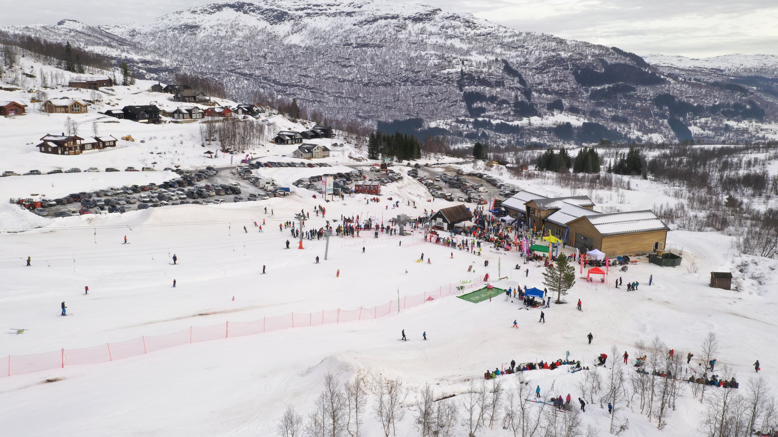 Livleg utanfor Dalalåven under årets Fjellsportfestival. No satsar me på liv og røre også innandørs.                     Foto: Håvard Nesbø