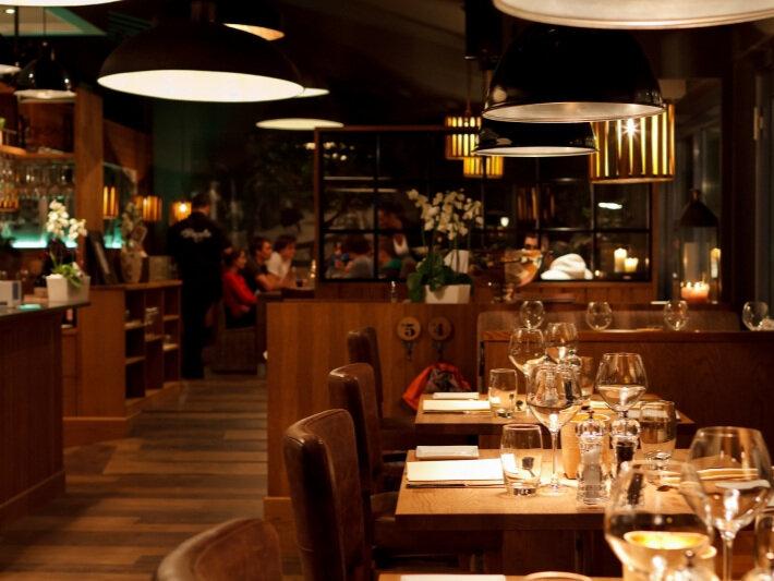 La Pergola - La Pergola q.sogndal@choice.noTlf: +47 576 27 700Opningstider:Mån–laur: 15:00 - 22:30Søn: 13:00 - 22:30Velkomen til italiensk smak og atmosfære!La Pergola er ein italiensk ristorante med smakfulle rettar i ulike variantar som italiensk pizza, salatar, pasta, heimelaga dessertar og spesialiteten grilla kjøtrettar.
