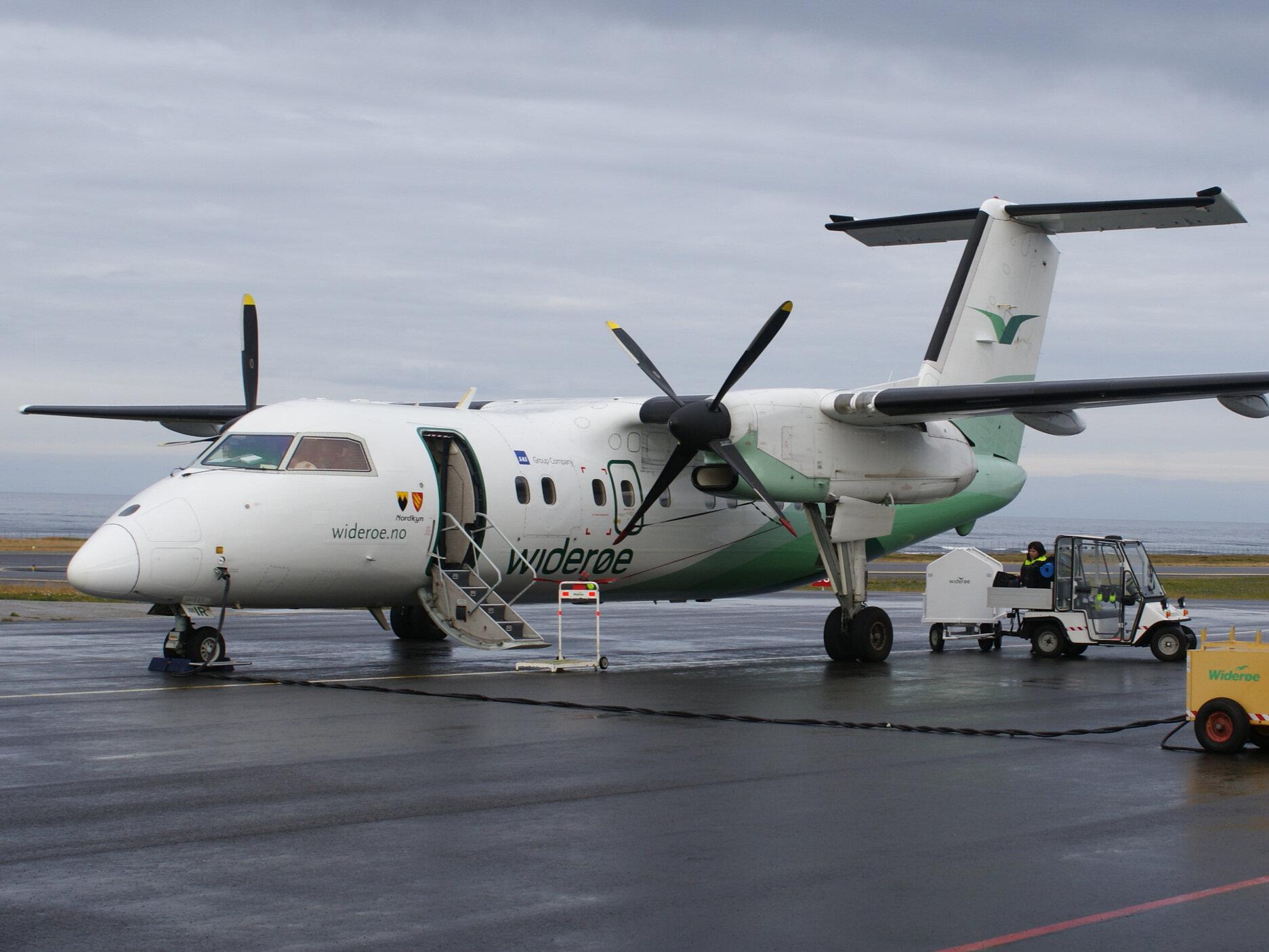 Fly - WiderøeFlyplassen ligg kun 20 min frå Sogndal sentrum, så ein enkel og rask måte å ta seg hit er med fly. Fleire avgangar dagleg med Widerøe.