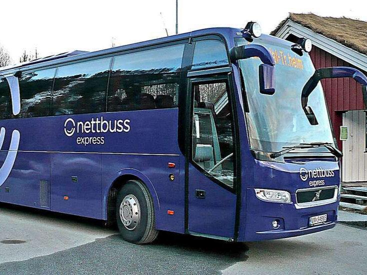 Buss - Nettbuss.noNor-way.noDet går ekspressbuss fra både Oslo og Bergen til Sogndal med fleire avgangar dagleg. Det går også fleire avgangar frå Hemsedal, for dei som er i Hemsedal og søkjer litt djupare laussnø ved fjorden.