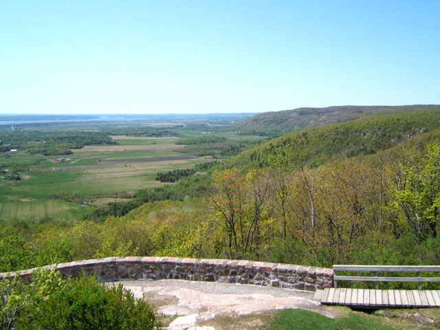 View to west from Champlain Lookout, Gatineau Park.  Photo by B. Halfkenny.