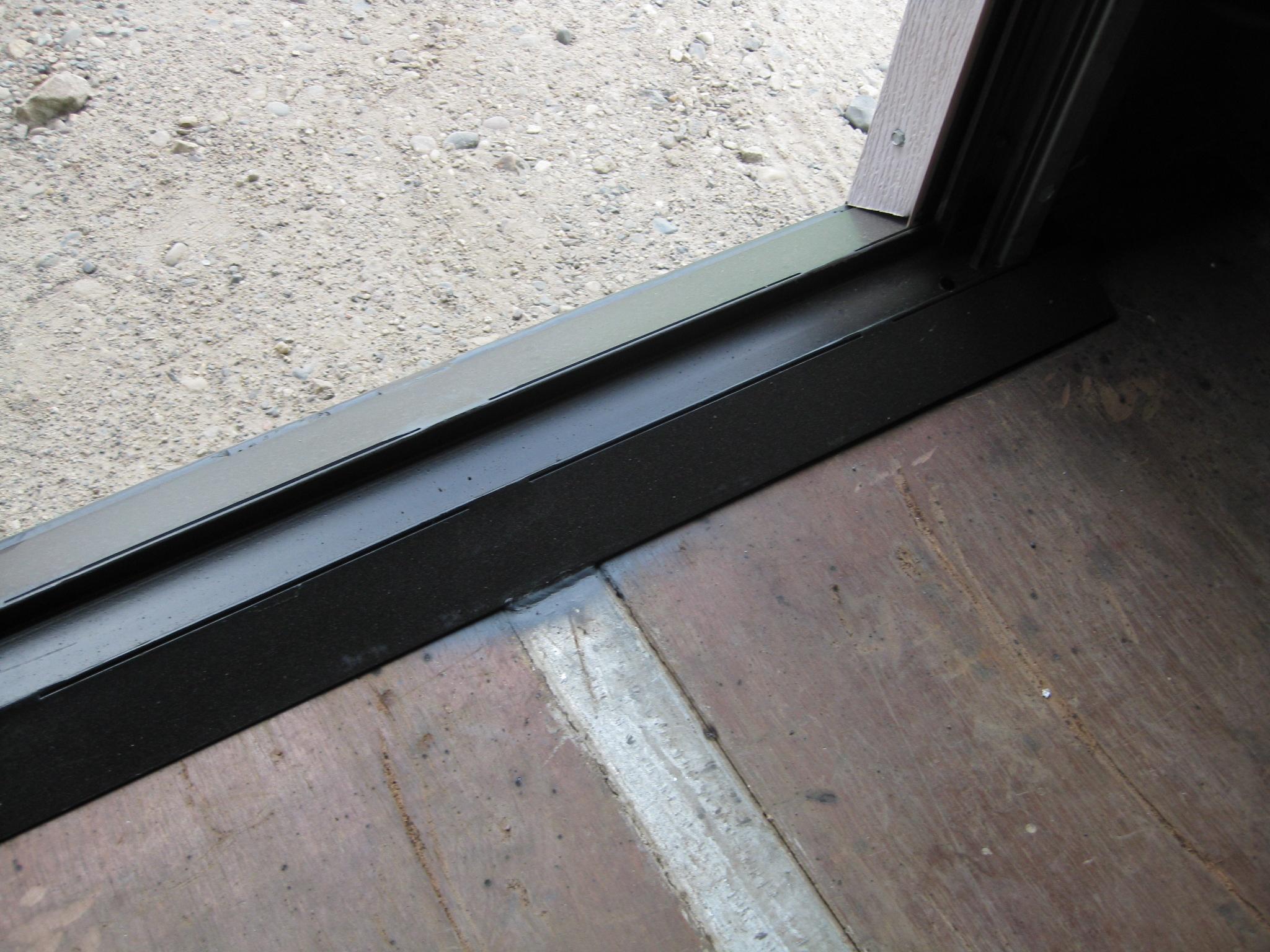 Roll-up door threshold
