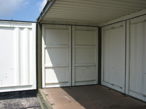 The-end-doors-are-the-same-as-on-a-standard-container1-300x224.jpg