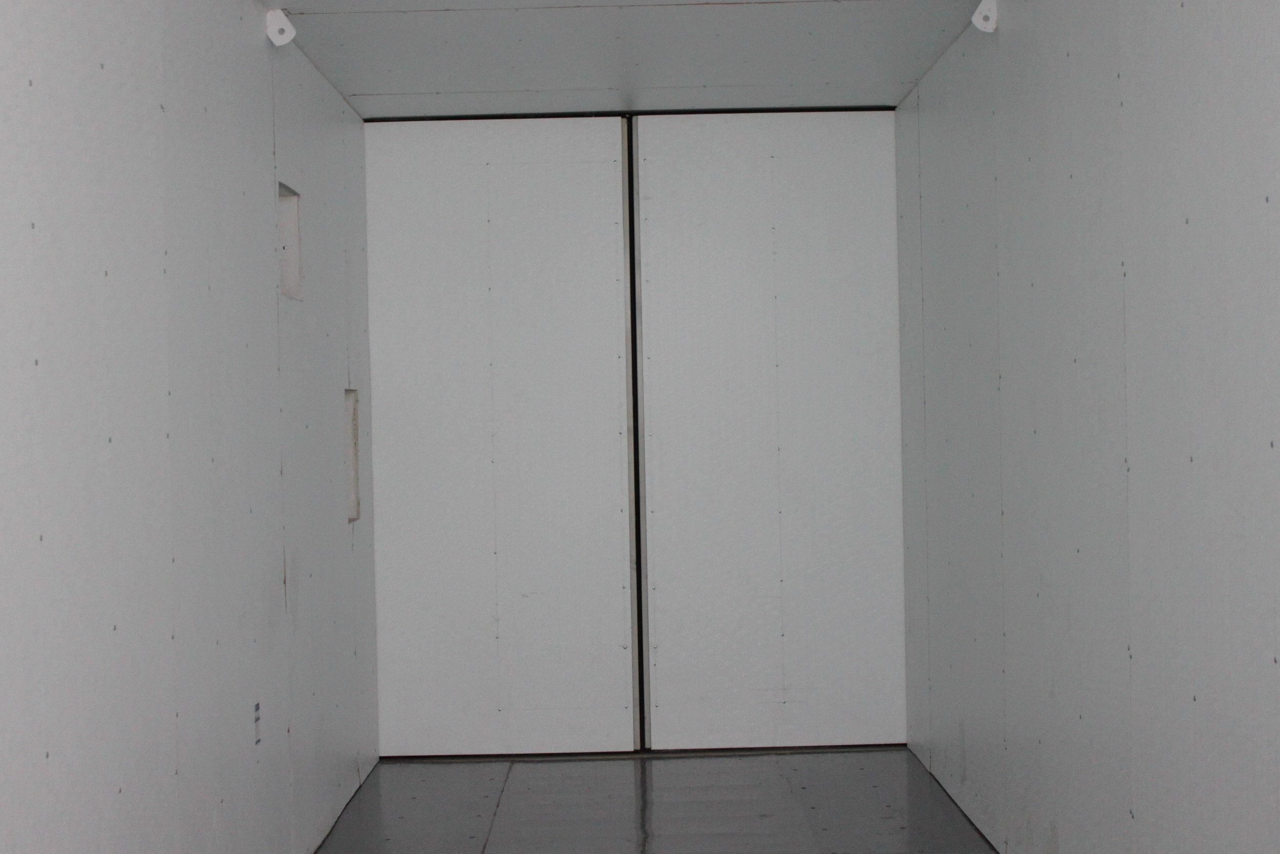 Insualted containers with functioning insulated doors