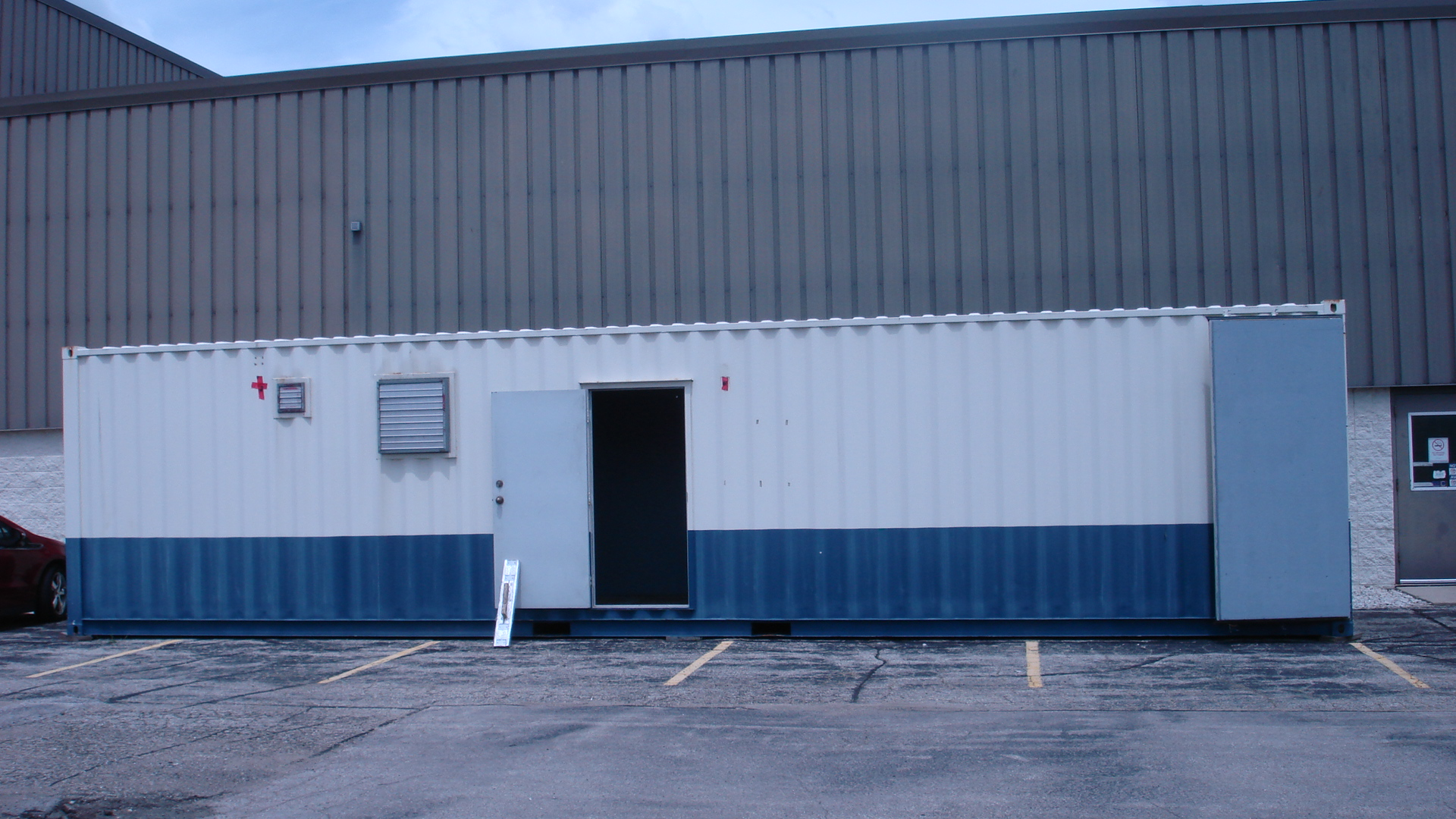 40' container, 2 offices insulated and heated