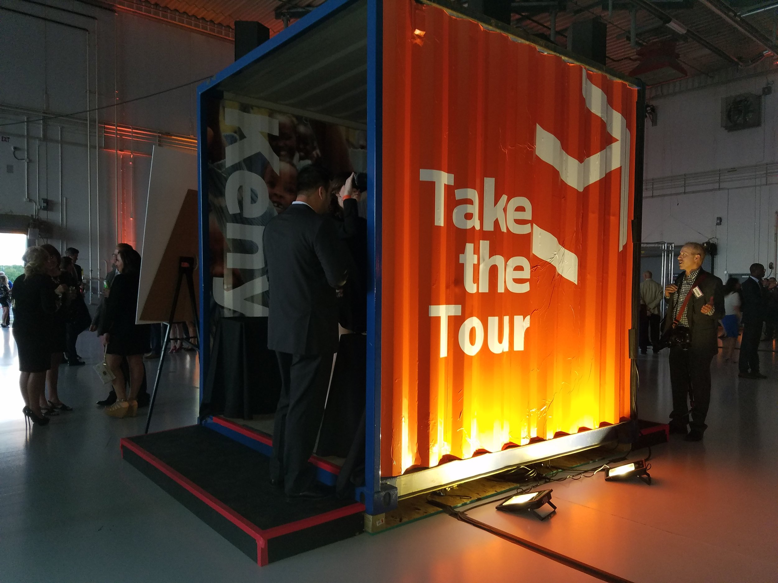 "Virtual reality booth made from a container ""tube"""
