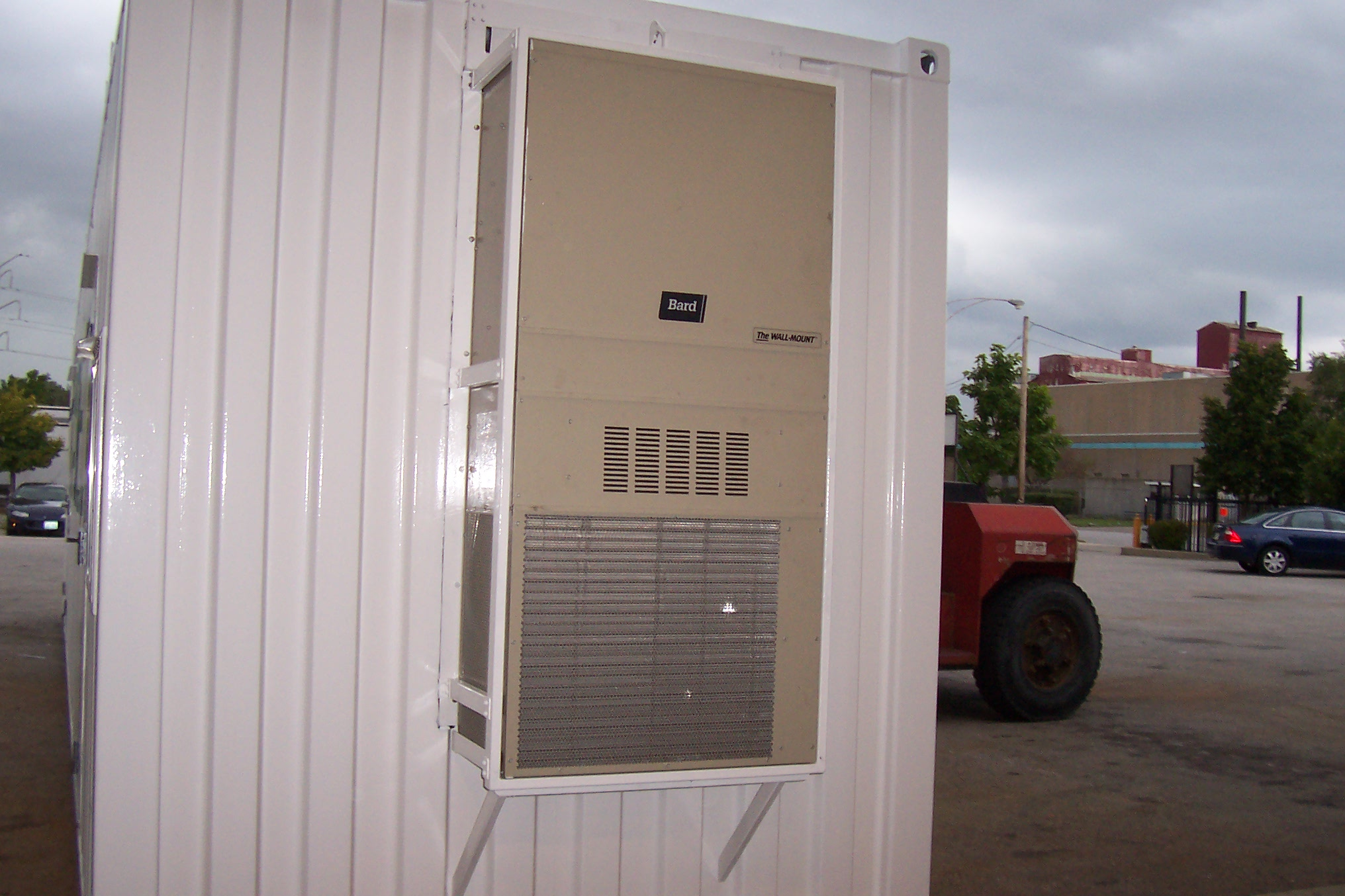 Commercial-grade heating and cooling unit