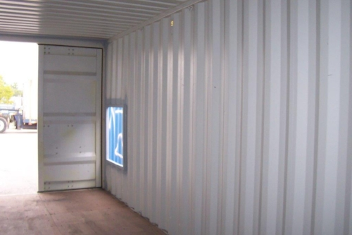 Basic container with cut-out