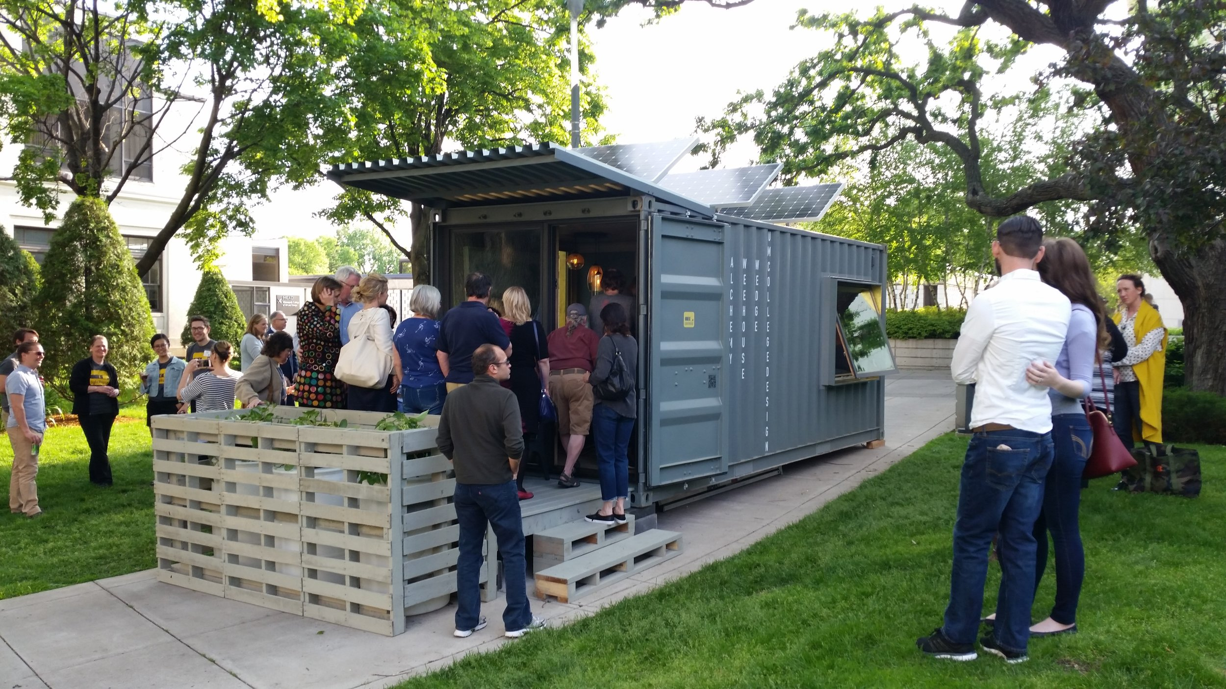 A stand-alone 20' container hotel room that can move around