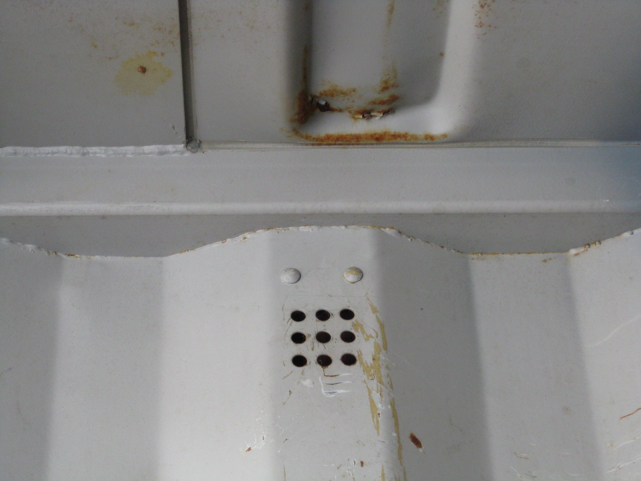 Container vent - inside.JPG