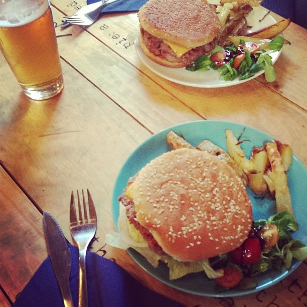 hamburger-torino-best-in-town-pai-fridayburger.jpg
