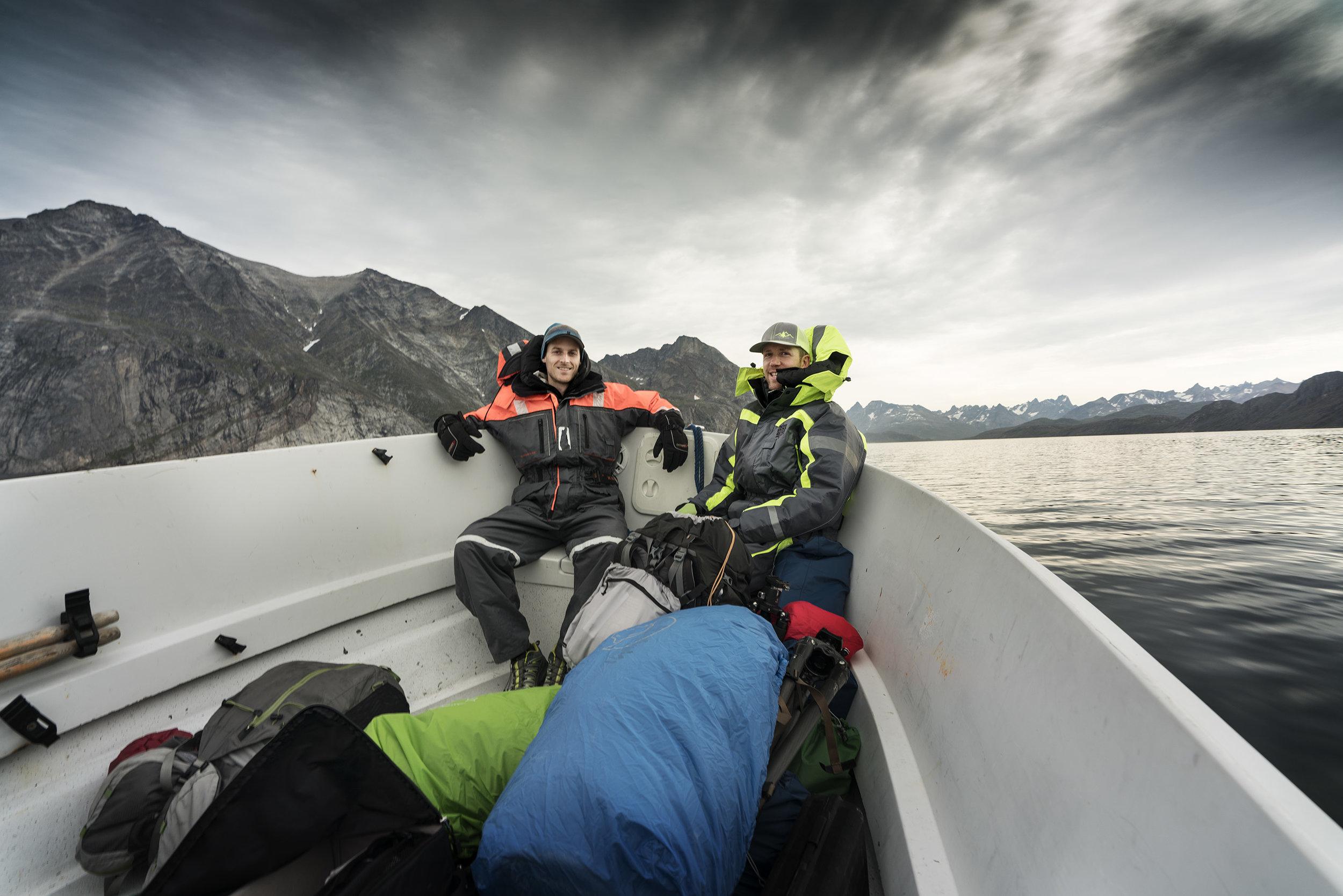 Max og Ben, turleder og isbjørnevagt på turen ud til lejr 1