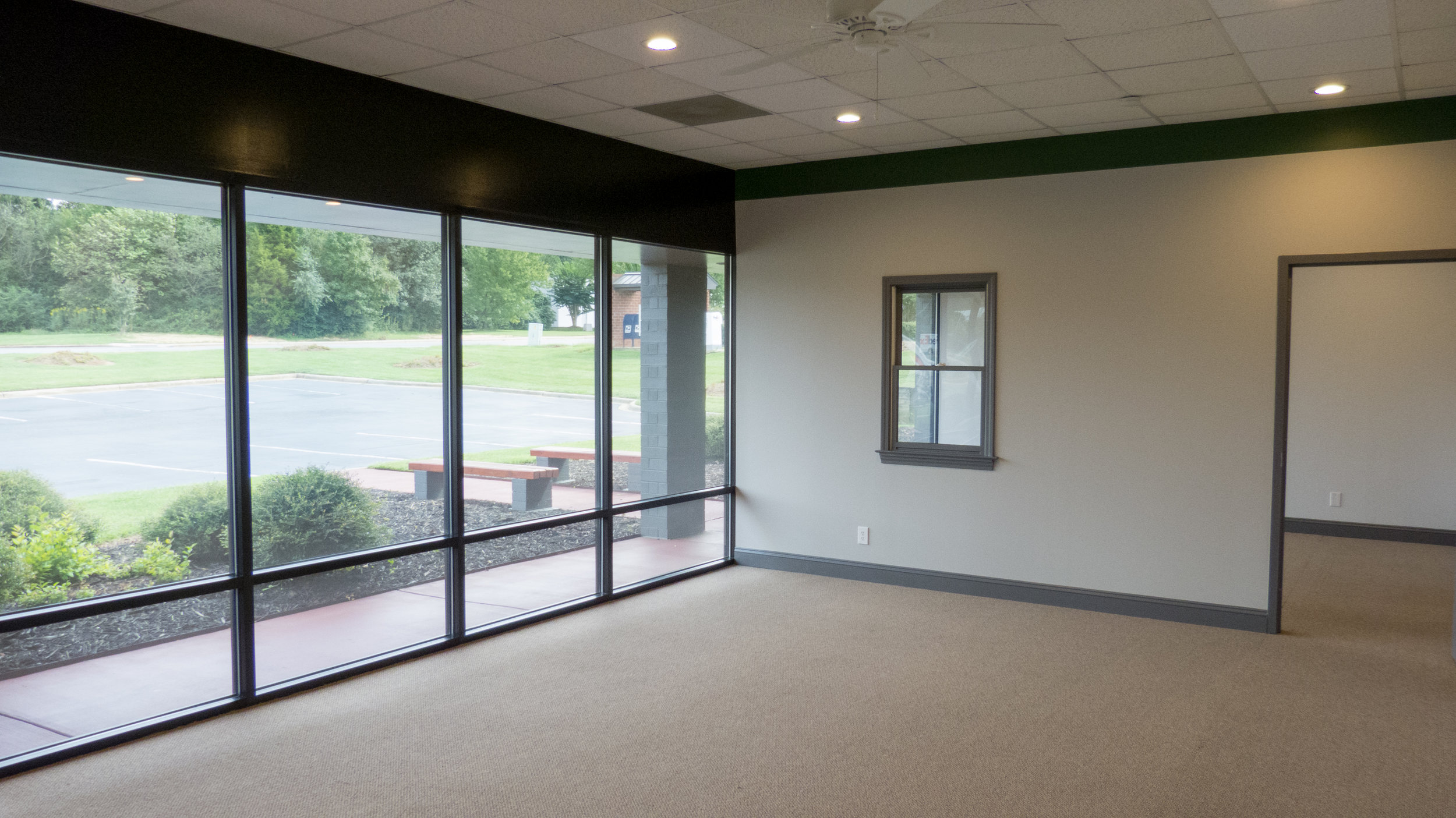 entire unit uses efficient LEd lighting to keep energy costs low