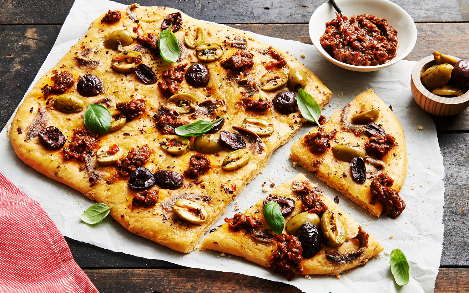 Sundried-Tomato-Pizza-with-Anchovies-and-Olives-L-2280-R1.jpg