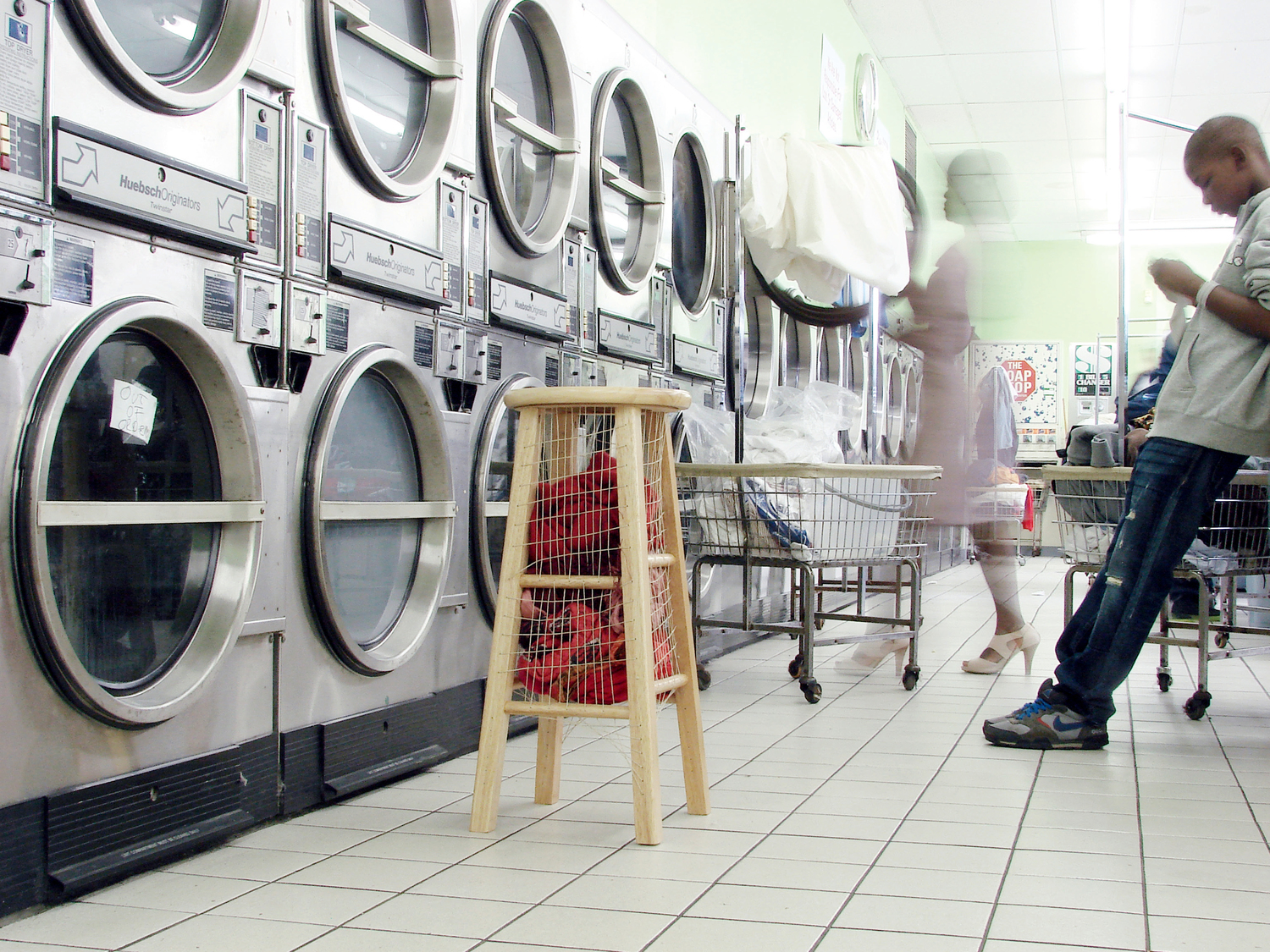 laundry+basket+with+stand-+Edited.jpg