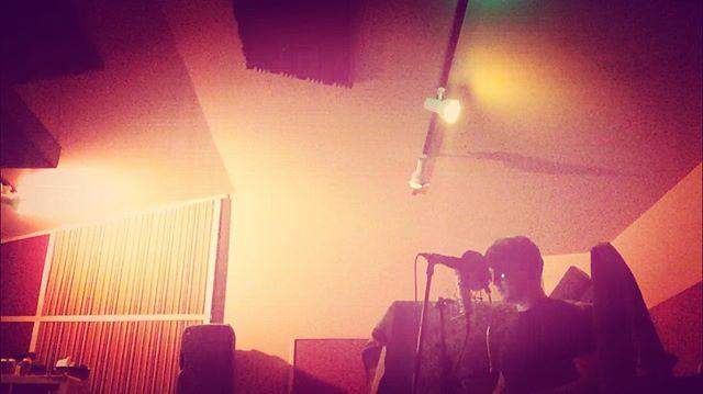 Vibing #neumann #neve1073 #mysatellite #dreampop #indiepop #diy #newalbum #newmusic #tecate #tangles&virtues #theresidencystudio