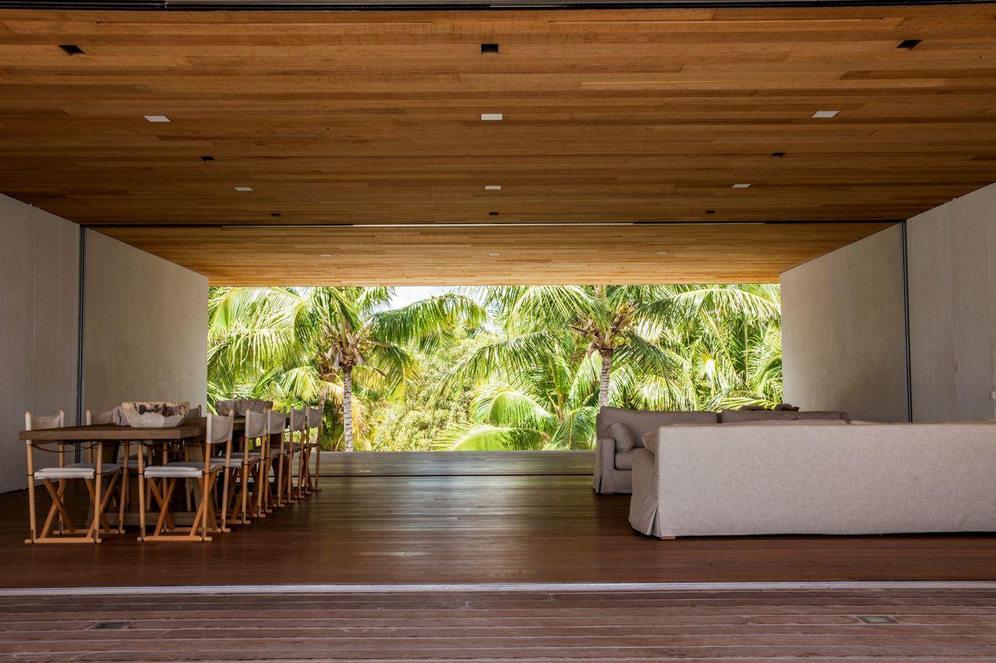 house-on-a-dune-in-the-bahamas-4.jpg