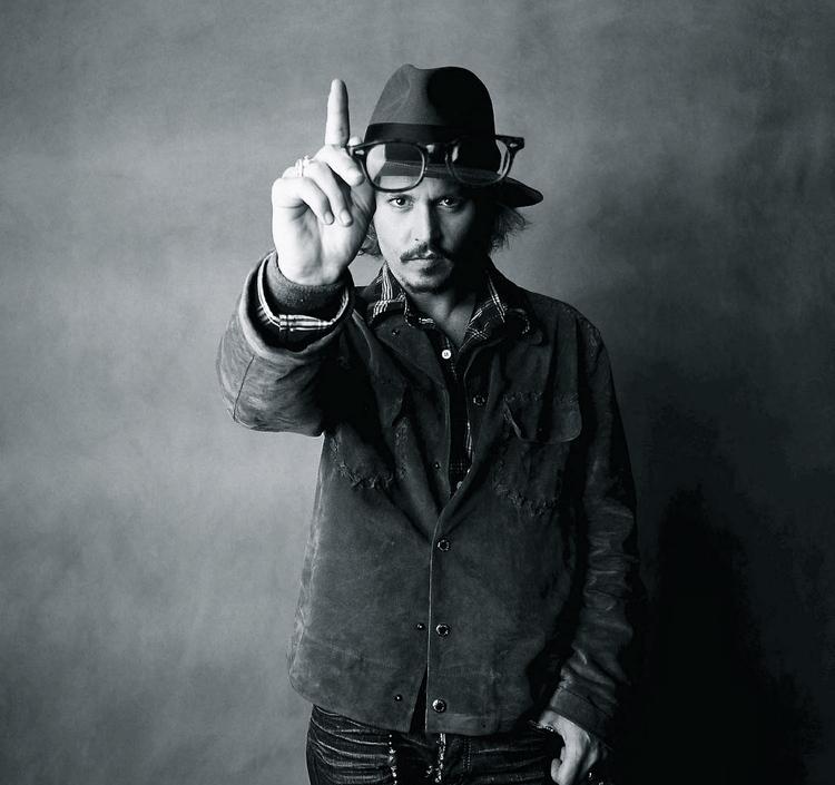 johnny-depp-showing-one-finger-1+2-1.jpg