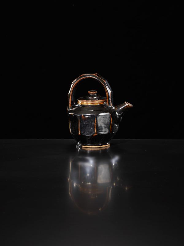 Shoji-Hamada_Faceted-Teapot_Image-Michael-Harvey-Oxford-Ceramics_01-.jpg