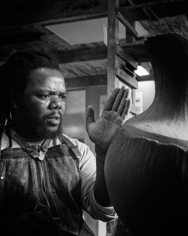 Andile Dyalvane working at the Leach Pottery