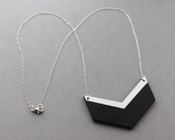 black-silver-chevron-neckl4_grande-1.jpg