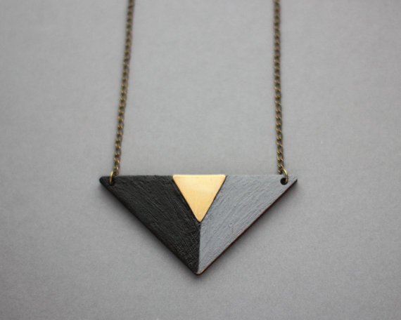 2-triangle-necklace-pink1a_grande.jpg