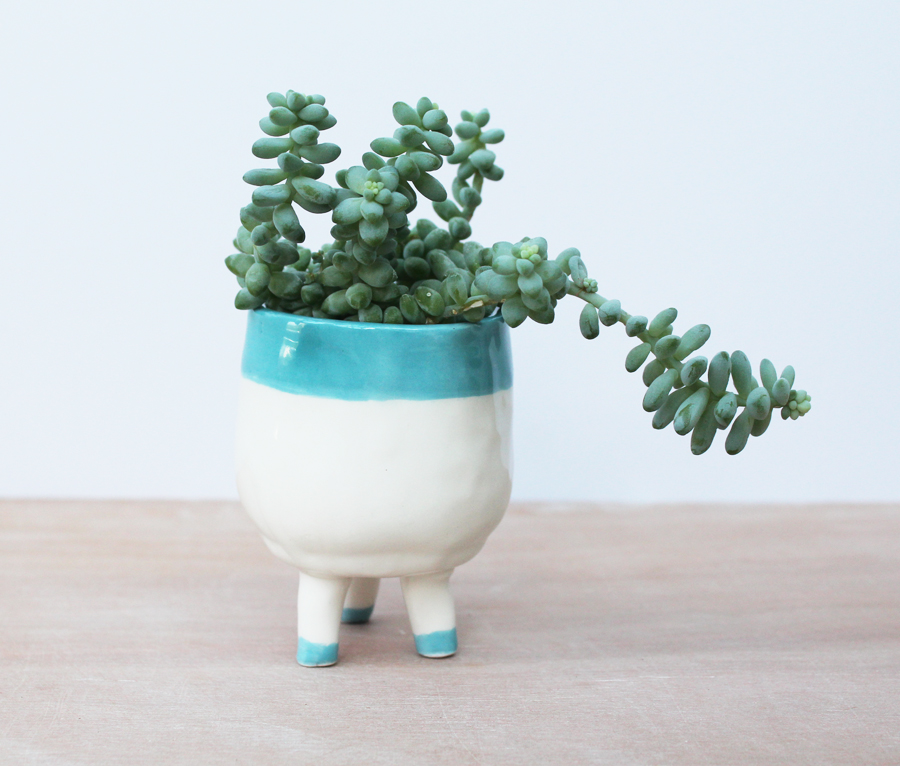 Tiny Pot With Feet from Bon Design