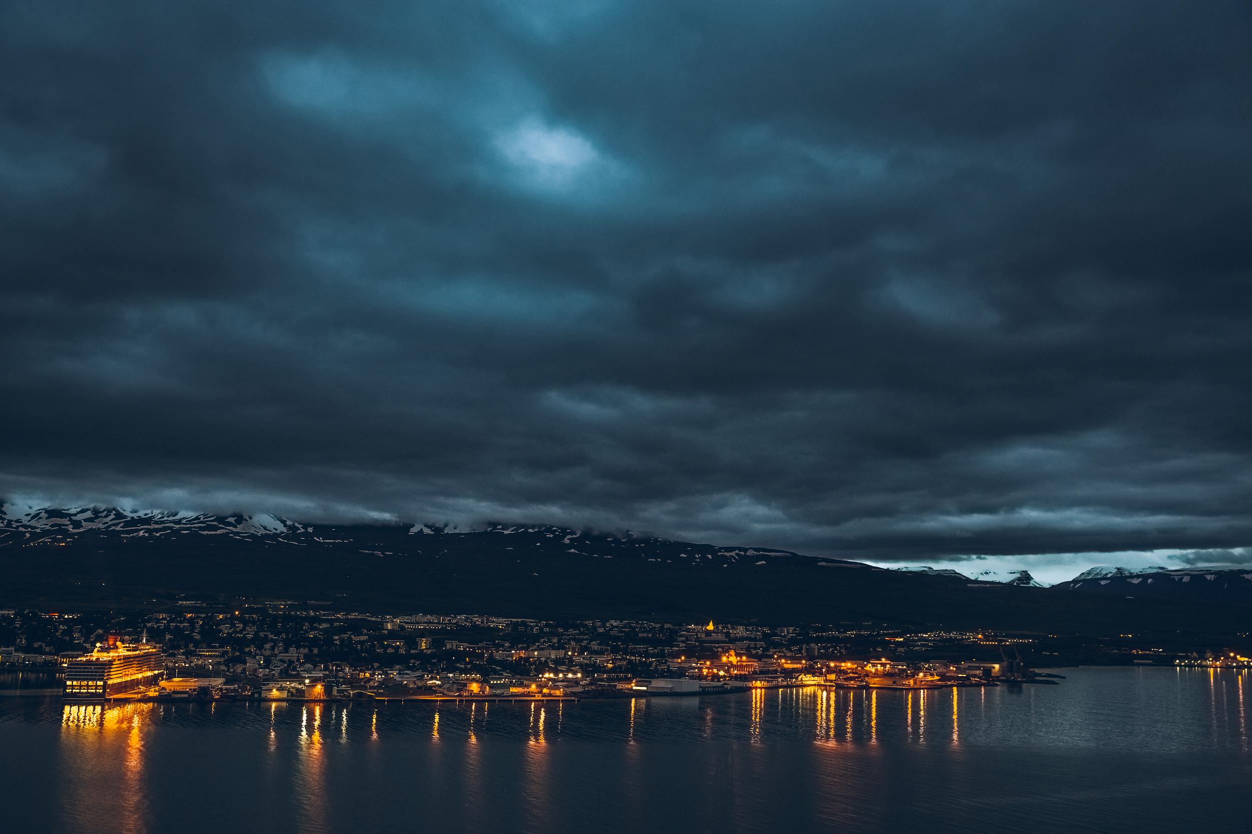 akureyri at night.jpg