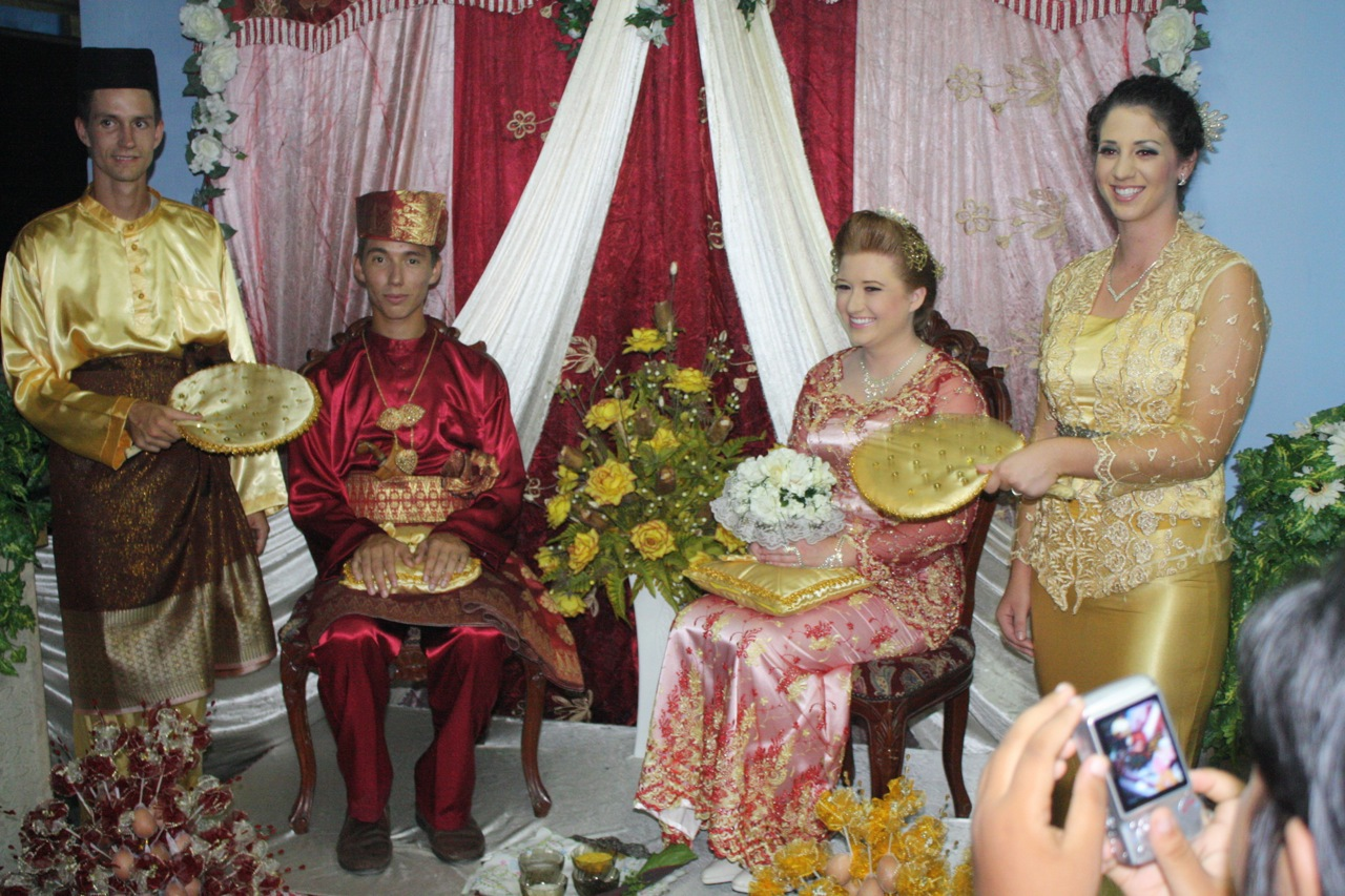 College students from California participate in a wedding during a Malaysian homestay.