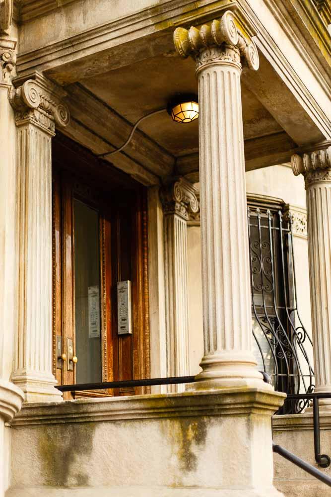 ionic-column-new-york-brooklyn-architecture-orlando-blogger.jpg