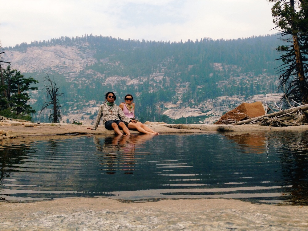A wildfire smoke-filled lunch break along the 10 miles from Sunrise Lakes to Merced Lake.
