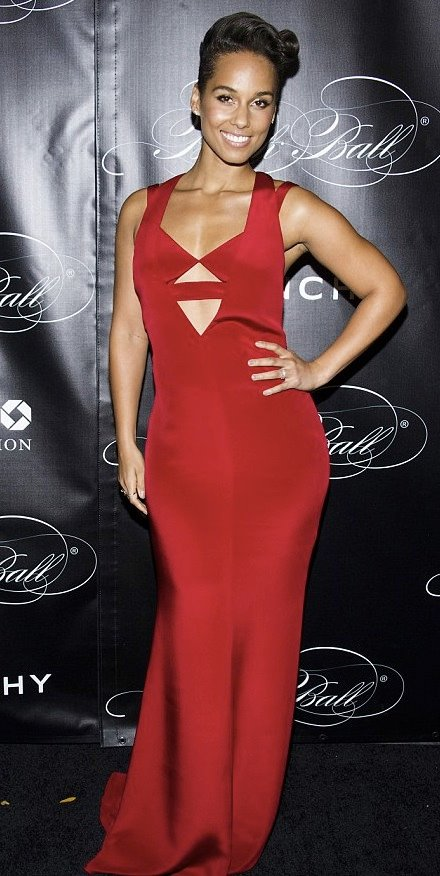 ALICIA KEYS cofounder/host of 2013 BLACK BALL to Keep Children Alive wearing the Resort 14 collection look 25