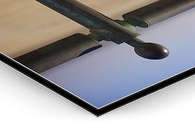 DIBOND - (vanaf €198 excl. btw)Een strakke afwerking, ook op groot formaat. Dibond is een zeer duurzame samenstelling van een harde laag polyethyleen tussen 2 aluminium platen. Profielen aan de achterzijde maken het ophangen zeer eenvoudig maar zorgen ook voor extra stevigheid.De print op gallery photo paper wordt mat gelamineerd voor extra bescherming tegen krassen en uv-licht. Deze afwerking is ook te huur!