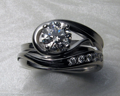 Free-form engagement ring set.