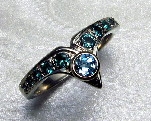 Fitted engagement ring set with topaz.