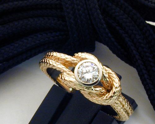 Wedding-knot-ring with diamond.