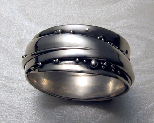 Free-form, wrap-a-round band with spherical granulation.