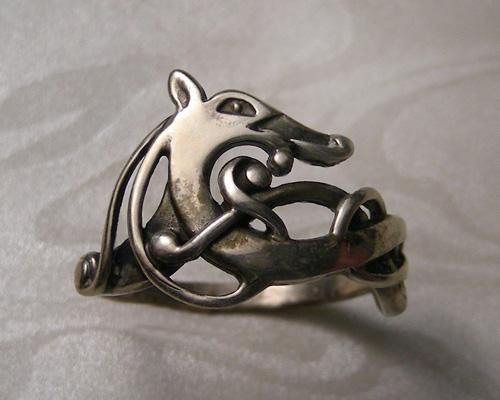 Urnes-Style, Viking dragon ring.